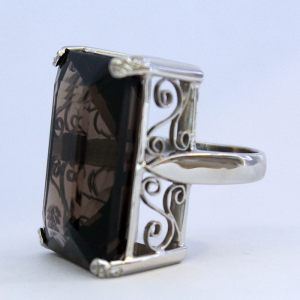 Ring in 18K white gold with colour stone